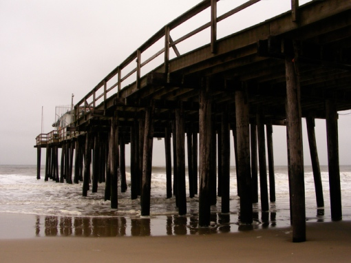 The fishing pier is still there when it's gloomy out. I have proof!